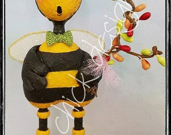 Spring whimsical bumble BEE sculpture sparkly wings honey buds flowers garden hive original  prim chick designs lisa robinson ofg teamhaha