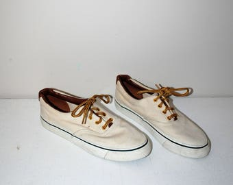 cream canvas sneakers 80s minimalist lace up almond toe tennis shoes size 7
