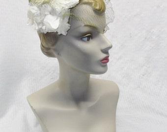 1950s Vintage White Flower Half Hat With Veil