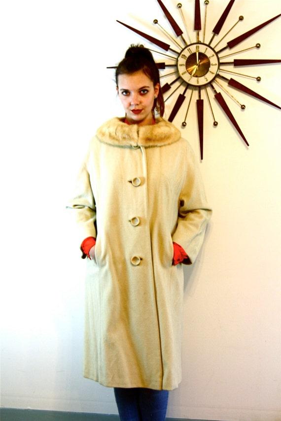 Long Wool Coat, VINTAGE 60s coat, REGAL KISMET coat, 1960s Swing Coat, Fur Collar coat, Cream wool coat, Womens Dress Coat, Full Length Coat