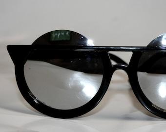 Round Sunglasses Odd Chic Unique
