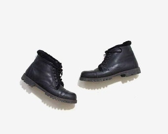SALE Vintage Ankle Boots 11 / Shearling Boots / Black Leather Boots / Ankle Boots Women / Winter Boots