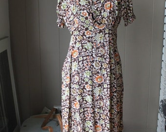 30% OFF Field Flowers Dress 40s Style United Colors of Benetton Midi Dress Rayon Floral Peasant dress Made in Italy Small Eu 42