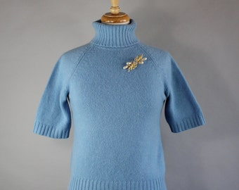 Vintage 90s does 50s Women's Pastel Blue Saks Fifth Avenue High Quality Short Sleeve Cashmere Turtleneck Winter Sweater