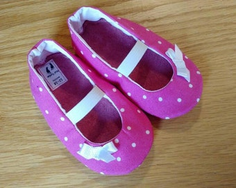 pink polka dot mary janes with bows for baby girls size 5/12-18 months