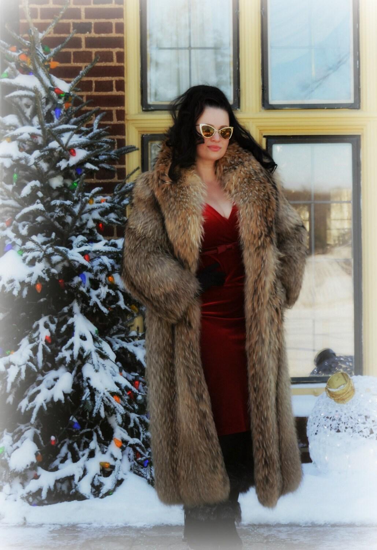 Fabulous Vintage Genuine Tanuki Raccoon Fur Full Length Coat