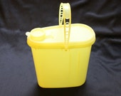 Vintage Tupperware 587-10 Yellow Beverage Buddy 2 Qt. Store N Pour Pitcher, lid 588-7