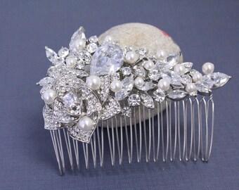 Pearl hair clip,Wedding hair comb pearl,Bridal comb,Wedding hair accessories,Bridal hair piece,Wedding headpiece,Wedding comb,Pearl haircomb