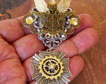 Steampunk Royal Medal (P723) Aviator Style Pin, Brooch, Diesel Punk, Aviation, Crest, Winged Emblem, Tie Tack Fasteners