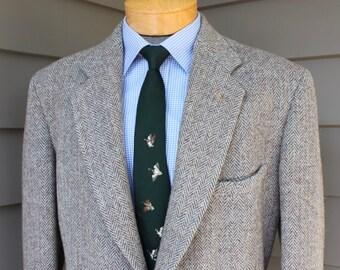 vintage 1950's -Harris Tweed- Men's sport coat. Sack - 2 Button. All wool - Extra heavy - Two-tone herringbone. Unknown maker. Size 43 - 44