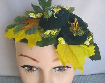 Tropical and Exotic Frogs 'Go Accourting' Fun Fascinator