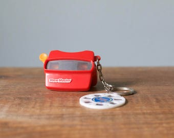 Vintage Plastic Miniature Viewmaster Keychain with Natural Landmarks Reel