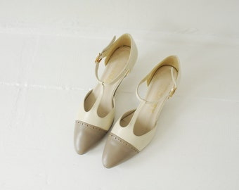 Vintage Daisy Two Tone Cream & Gray Leather T-Strap Sandals, Made in USA, Womens 6 1/2 - 7 / ITEM183