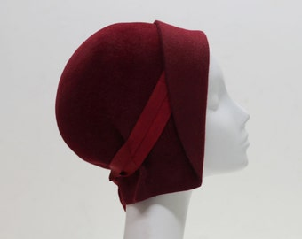 The Jeanne Hat - 1920s Cloche Hat - Red Felt Hat w/ Ribbon Accent - Classic Vintage Style 1920s Hat