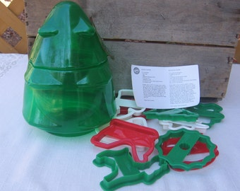 Wilton Christmas Cookie Cutter Set, Set of 10, Plastic Tree Canister, Plastic Cookie Cutters, Vintage 1993, Christmas Cookies, Baking Tool