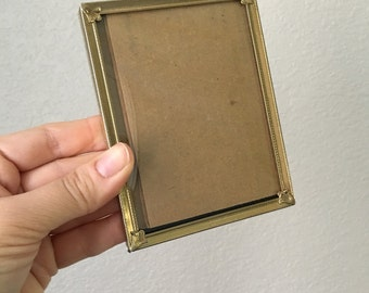 3.25 x 4.25 Vintage Picture Frame / Lovely Gold Tone Metal & Art Deco Filigree / Rare Convex Glass / Wedding Table Number Holder Decor
