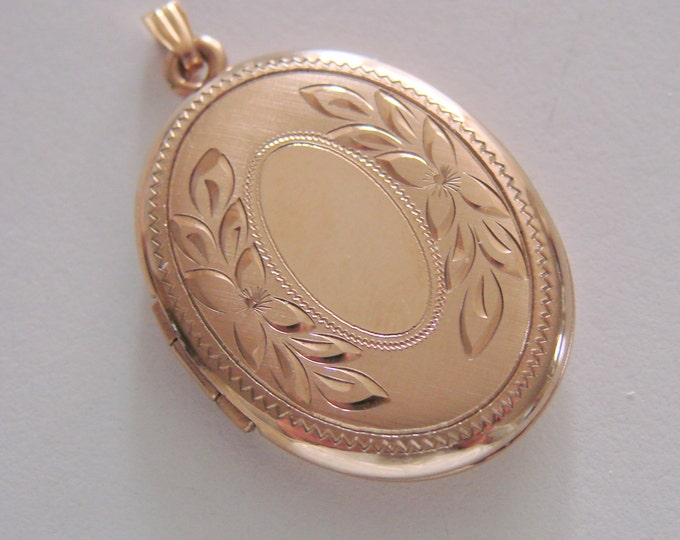 Vintage 14Kt Gold Filled Engraved Locket Designer Signed Jewelry Jewellery