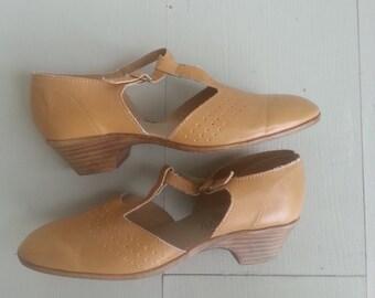 Vintage 1970s t bar shoes, 70s sandals, size 7,  size 7 1/2
