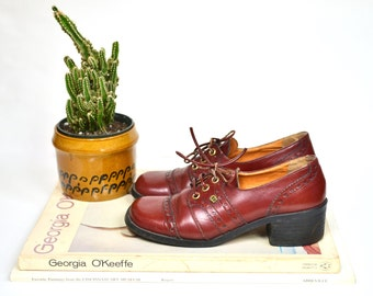 1960's lace up oxford shoes / vintage Etienne Aigner burgundy leather platforms / stacked heel saddle shoes