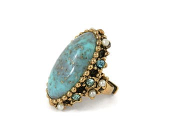 Hollywood Regency Era Costume Ring w/Turquoise Glass Stone and Pearl Embellishment signed