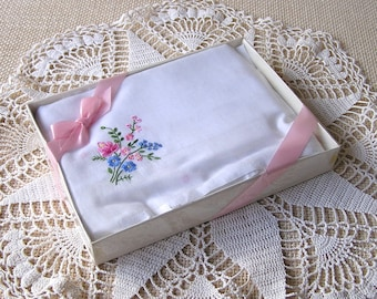 VINTAGE Floral Embroidered Hanky