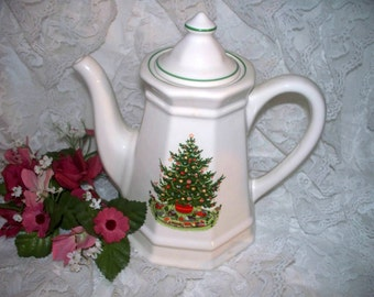 Pfaltzgraff Christmas Heritage ALL Original - Coffee Pot - Hard to Find - Used Condition