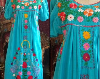 Vintage 70s embroidered Oaxican Mexican chemise dress peasant bohemian gypsy boho hippie sweet