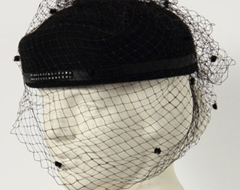 1950s Vintage black fabric hat with veil