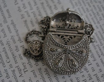 Vintage Victorian Style Slider Necklace - 1970s Openable Purse Locket Pendant