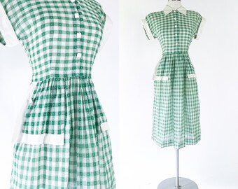 1940s vtg green & white sheer cotton gauze gingham dotted day dress / white cuffed cap sleeves / apron style pockets / white square buttons