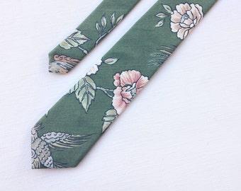 Floral tie - vintage green floral necktie - unique men's narrow and skinny tie