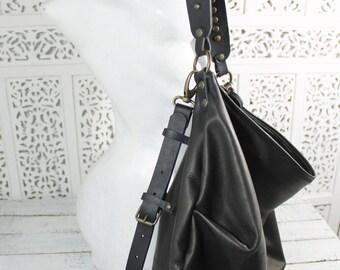 Aglaia, borsa sacca morbida in pelle e cuoio italiani di ottima qualità, disegnata e fatta a mano in Italia, borsa tracolla e borsa a spalla