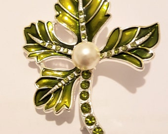 Stunning vintage green leaf broach, scarf pin or shawl pin, with central faux pearl and studded green crystals on the stem, from 1970s
