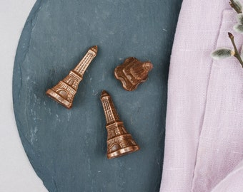 Eiffel Tower from milk couverture, 10 g