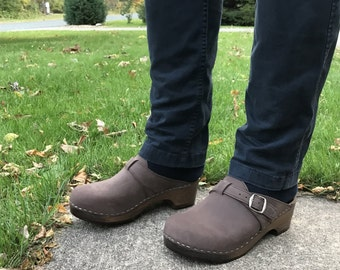 Brown Leather Clogs / Swedish Clogs / Handmade Clogs for Men / Mens Slippers / Mules / Wooden Clogs / Mens Clogs / Sandgrens / Halmstad