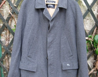 Burberrys' Wool Coat, grey, authentic unique vintage. 1980s - 1990s. Wonderful winter jacket, great exterior condition. Official branding.