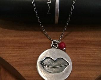 Kissy Kissy lips silhouette necklace