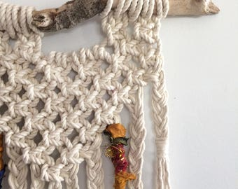 Macramé Wall Hanging with Braided Fringe, Macrame with Square Knot Triangle, Macrame Wall Hanging, Macramé Wall Art, Macrame Hanging