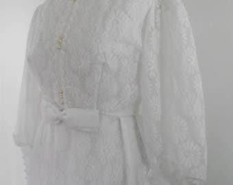 Vintage 60s 70s White lace Wedding dress - long sleeves floral pattern pearl buttons - size small