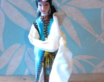 Vintage traditional-costume Chinese pose doll