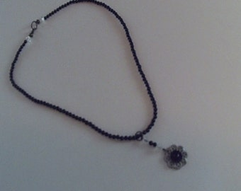 Black Beaded Flowered Pendant Necklace