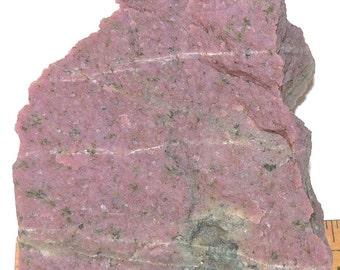 UNIQUE WILSONITE, beautiful n extrêmely rare purple wilsonite only fond in Canada