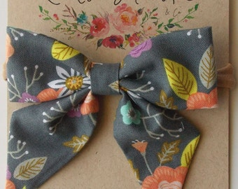 Eloise Sailor Bow in Gray Floral