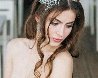 tiara wedding decoration in her hair