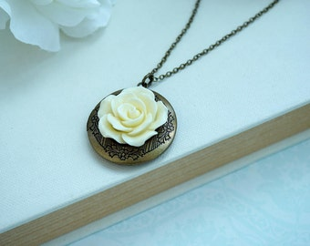 Ivory Cream Rose Flower Round Locket Necklace, Floral Round Locket Jewelry, Vintage Rustic Country Wedding Bridesmaid Gift Mothers Day Gift