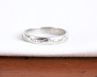 Stamped Sterling Silver Ring Band Size 9 .5 Vintage Rising Sun Motif Southwestern Jewelry Stackable Ring