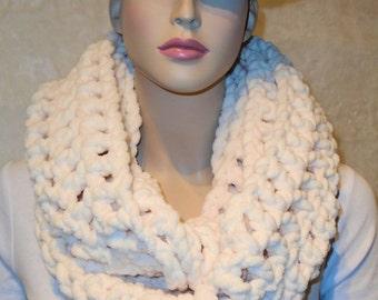 White Crochet Infinity Scarf, Crochet Scarf, Plush White Scarf, Infinity Scarf,  Chunky Infinity Scarf,Plush Scarf, Creamy Off White Scarf