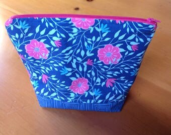 Project bag for knitting and quilting.