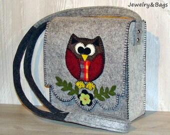 Shoulder felt with owl