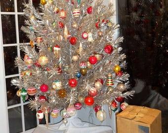 Aluminum Christmas tree 6', Color Wheel, Vintage Ornaments